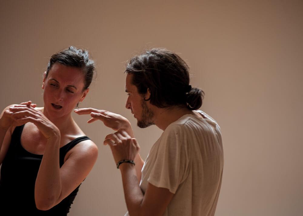 Zwei Workshop-TeilnehmerInnen beim Tanzen